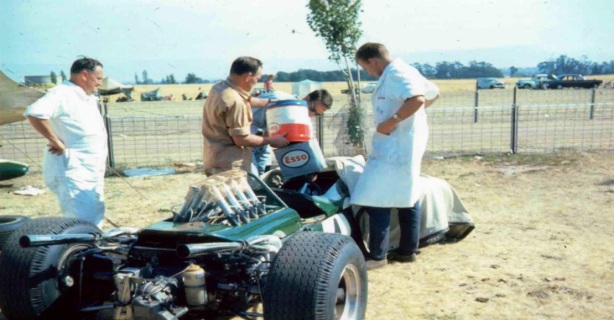 Brabham BT 19 refuelling, Longford 1966
