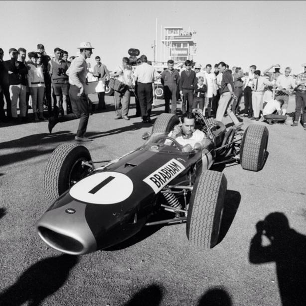 Jack Brabham Brabham BT19 Repco, Surfers Paradise 1966